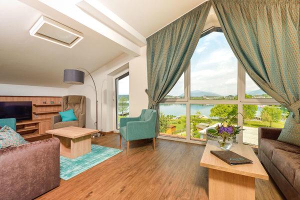 Nachhaltigkeit in Hotelbetrieben - Hotelzimmer mit Ausblick