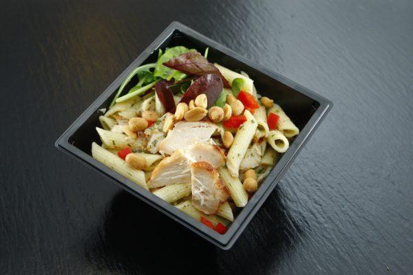 Takeaway Pasta mit Hühnchen