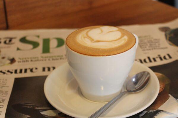 Kaffee, Zeitung lesen